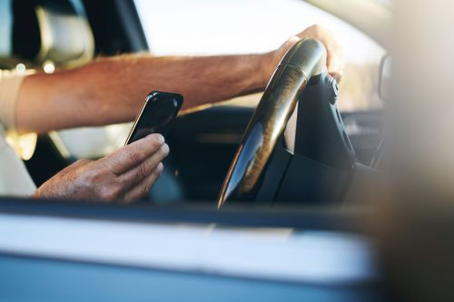 driving while distracted by mobile device